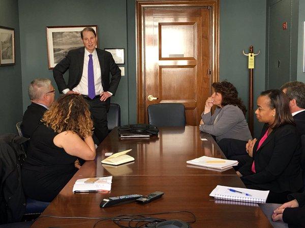 A delegation from Philanthropy Northwest delegation meets with Sen. Wyden